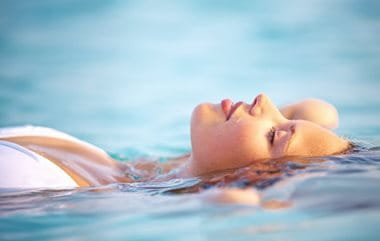 Sun for acne: lifts our mood and reduces stress