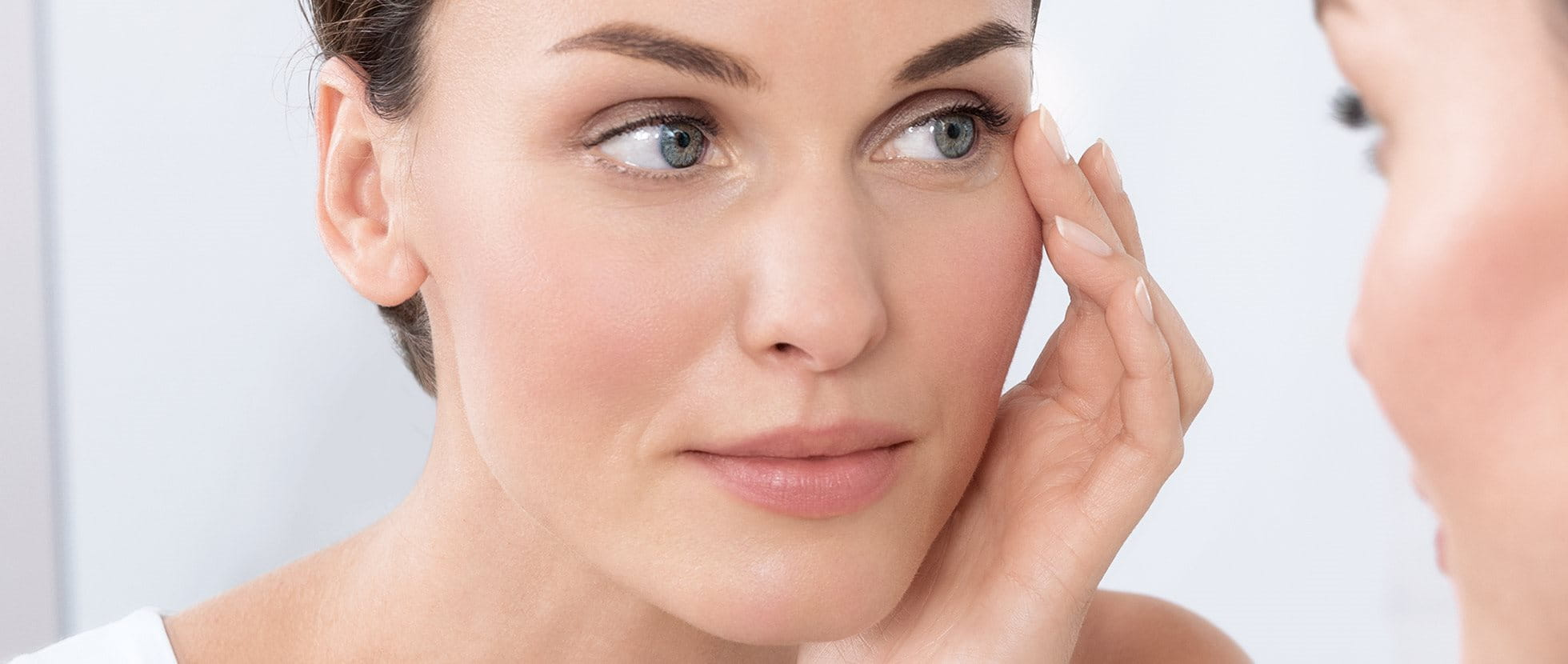 Symptoms, causes, and treatments for eczema on eyelids